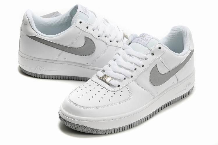 air force one femme blanche et grise
