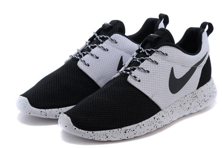 Wmns Nike Roshe One Blanc Noir – Soldes et achat pas cher